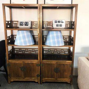 Chinese bookshelf with 2 doors